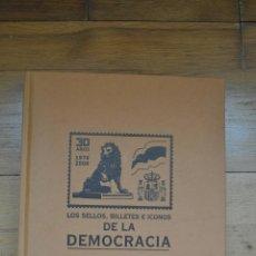 Sellos: SELLOS, BILLETES E ICONOS DE LA DEMOCRACIA. COLECCIONABLE EL MUNDO. 2008 (LIBRO + SELLOS). Lote 45630704
