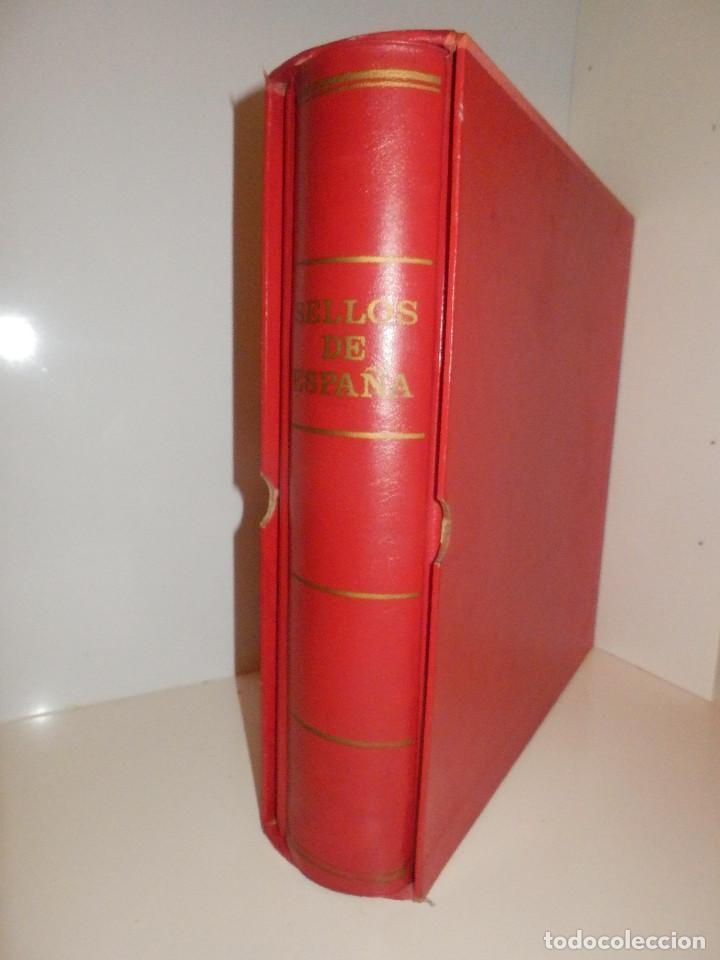 ANTIGUO Y GRAN ALBUM DE SELLOS - CON CAJETÍN - 30 CM .X 30 CM. 6 CM. DE GROSOR - (Sellos - Material Filatélico - Álbumes de Sellos)