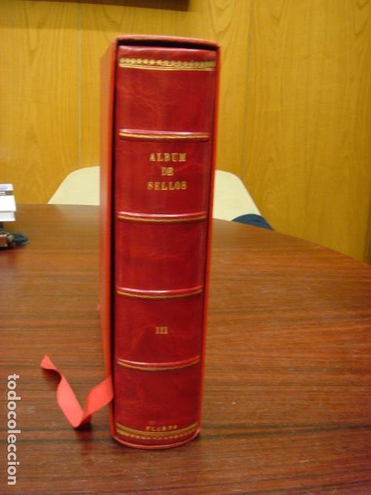 Sellos: ANTIGUO ALBUM DE SELLOS EN PIEL ROJA MARMOL CON ESTUCHE. FLORES. SIN HOJAS. C1960. - Foto 2 - 101925135