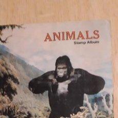 Sellos: 1 ALBUM DE SELLOS DE ** ANIMALS U.S. MAIL SELLOS DEL MUNDO ** 1982 EN INGLES. Lote 191631220