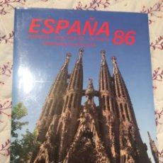 Sellos: ALBUM OFICIAL 86 DE CORREOS EMISIONES FILATÉLICAS ANUAL CON SELLOS. Lote 195475618