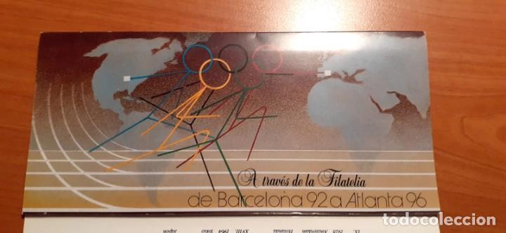 ALBUM CARPETA DE SELLOS EMITIDO POR CORREOS, DE BARCELONA 92 A ATLANTA 96 A TRAVÉS DE LA FILATELIA (Sellos - Material Filatélico - Álbumes de Sellos)
