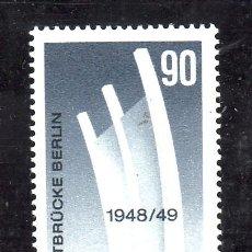Sellos: ALEMANIA-BERLIN 434 SIN CHARNELA, AVION, 25º ANIVERSARIO DEL PUENTE AEREO DE BERLIN. Lote 177734875