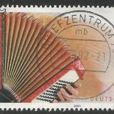 Sellos: ALEMANIA - 2001 - MI 2180 - EL TEMA: MÚSICA POPULAR - USADO CON BORDE - ESTAMPILLA REDONDA CENTRAL. Lote 263157550