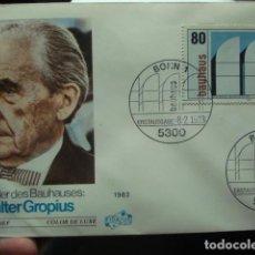 Sellos: WALTER GROPIUS - ALEMANIA - GERMANY- DEUTSCHLAND - SOBRE PRIMER DIA - AÑO 1983. Lote 265394139