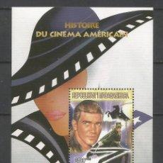 Sellos: SELLOS MADAGASCAR AÑO 1999. HISTORIA DEL CINE AMERICANO. -ANTONIO BANDERAS- HOJA BLOQUE NUEVA. Lote 172585769