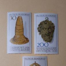 Sellos: SERIE DE 3- CASCO DORADO DE KREFELD/SOMBRERO EDAD DE BRONCE/CABEZA CENTAURO BRONCE - ALEMANIA-1977. Lote 215730827