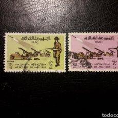 Selos: IRAK YVERT 460/1 SERIE COMPLETA USADA. DÍA DEL EJÉRCITO. UNIFORMES. LANZACOHETES 1967.. Lote 217499738