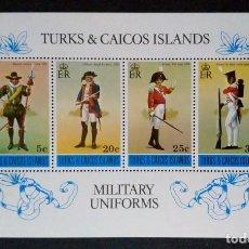 Sellos: HOJITA SELLOS POSTALES ISLAS TURCAS Y CAICOS 1975 UNIFORMES MILITARES. Lote 220476577