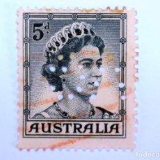 Sellos: SELLO POSTAL AUSTRALIA 1959, 5 D. REINA ELIZABETH II , USADO , PERFORADO OFICIAL. Lote 153211146