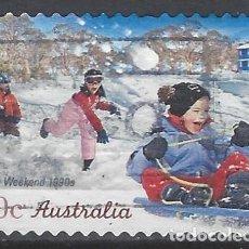 Sellos: AUSTRALIA 2010 - LARGO FIN DE SEMANA, NIÑOS EN LA NIEVE. 1990 - SELLO USADO ADHESIVO. Lote 212145060