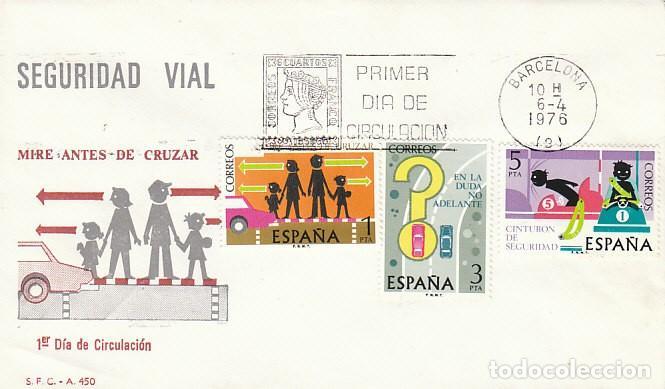 EDIFIL 2312/4, SEGURIDAD VIAL, PRIMER DIA DE 6-4-1976 EN 1 SOBRES DEL SFC (Sellos - Temáticas - Automóviles)