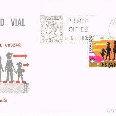 Sellos: EDIFIL 2312, CRUCES DE PEATONES , MIRE ANTES DE CRUZAR (SEGURIDAD VIAL), PRIMER DIA DE 6-4-1976 SFC. Lote 235122640