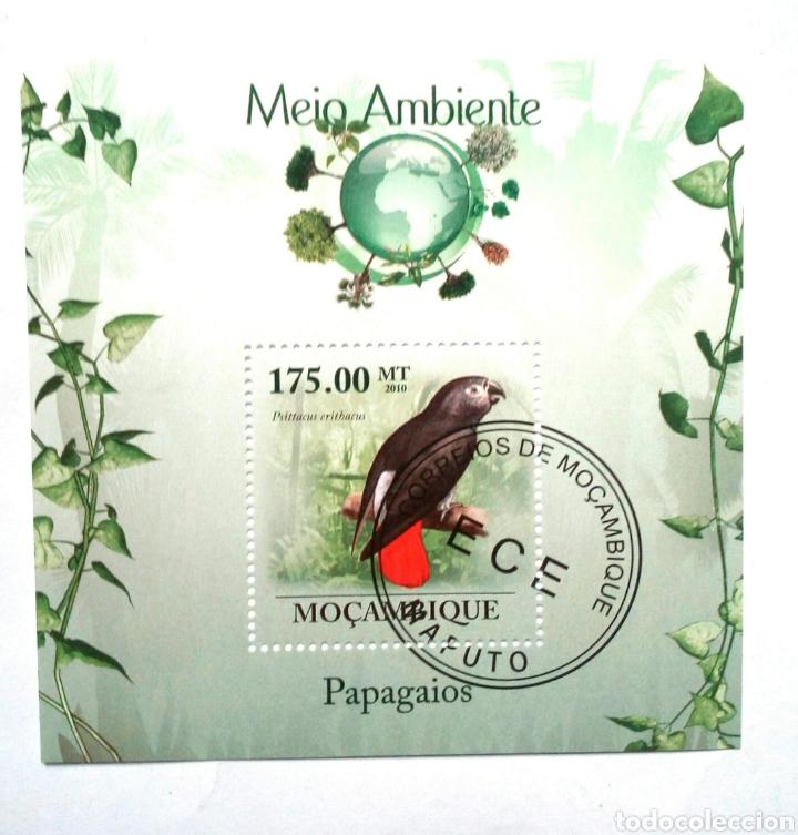 LOROS HOJA BLOQUE DE SELLOS USADOS DE MOZAMBIQUE (Sellos - Temáticas - Aves)