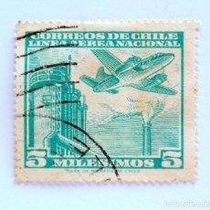 Sellos: SELLO POSTAL CHILE 1960 , 5 M. LINEA AEREA NACIONAL CHILENA, AVION SOBRE FABRICA, USADO. Lote 157191010