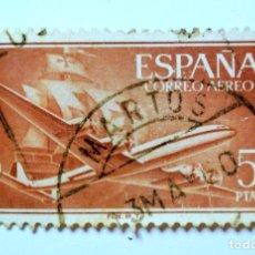 Sellos: SELLO POSTAL ESPAÑA 1955, 5 PTA, AVION SUPERCONSTELACION Y CARABELA SANTA MARIA , USADO. Lote 157780066