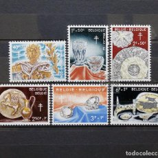 Sellos: BÉLGICA 1960 ~ ARTESANÍA ~ SERIE CON FIJASELLO BUENO. Lote 150635414