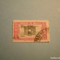 Sellos: BOLIVIA - PUERTA DEL SOL - IV CENT FUNDACIÓN DE LA PAZ -FAUNA, LLAMA - SOBRECARGA (BS. 700). Lote 221304068