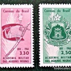 Sellos: BRASIL. 704/05 ANIVERSARIO DE LA ACADEMIA MILITAR AGUILAS NEGRAS: ESCUDO, GORRO Y SABLE. 1961. SELLO. Lote 96035359