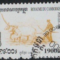 Sellos: CAMBOYA 2000 SCOTT 1967 SELLO * AGRICULTURA RECOGIDA DEL ARROZ AGRICULTOR ARANDO CON VACAS LABOURAGE. Lote 220293312