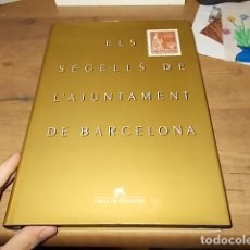 Sellos: ELS SEGELLS DE L'AJUNTAMENT DE BARCELONA. CAIXA DE PENSIONS. 1ª EDICIÓ DE 2200 EXEMPLARS 1989. FOTOS. Lote 145768322