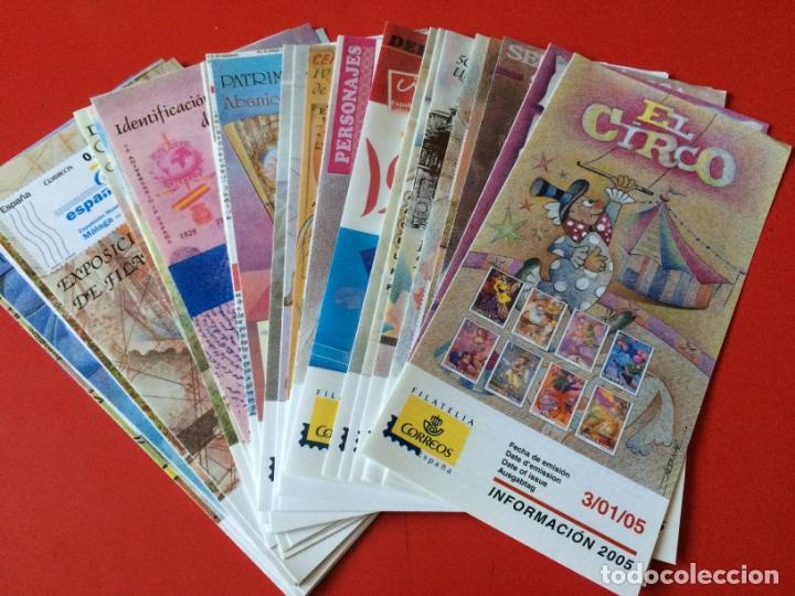 AÑO 2005 36 FOLLETOS INFORMATIVOS SERVICIO FILATELICO CORREOS (Filatelia - Sellos - Catálogos y Libros)
