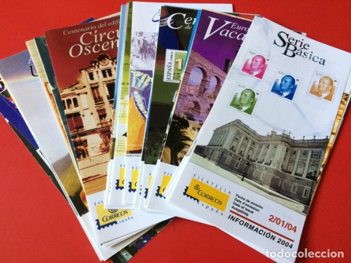 AÑO 2004 53 FOLLETOS INFORMATIVOS SERVICIO FILATELICO CORREOS (Filatelia - Sellos - Catálogos y Libros)