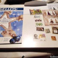 Sellos: REVISTA CORREOS SELLOS HISTORIA CON PEGATINA I VARIOS SELLOS. Lote 245095210