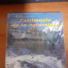 Sellos: LIBRO PATRIMONIO DE LA NATURALESA MONTAÑAS. Lote 245199615