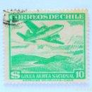 Sellos: SELLO POSTAL CHILE 1951 , 10 $, AVION SOBRE LAGO DE MONTAÑA , LAN , USADO. Lote 157774742
