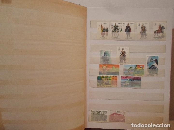 ÁLBUM CON COLECCIÓN DE SELLOS VARIADOS (Sellos - Colecciones y Lotes de Conjunto)
