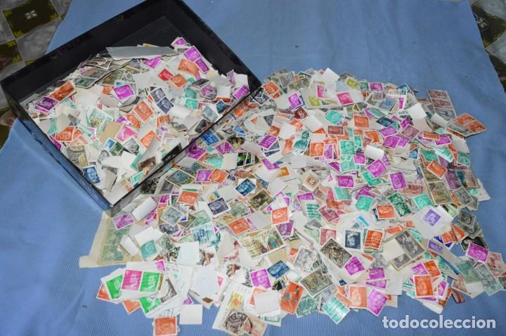 GRAN LOTE DE SELLOS USADOS Y VARIADOS, PESAN SOBRE 650 GRAMOS - MIRAR LAS FOTOGRAFÍAS (Sellos - Colecciones y Lotes de Conjunto)
