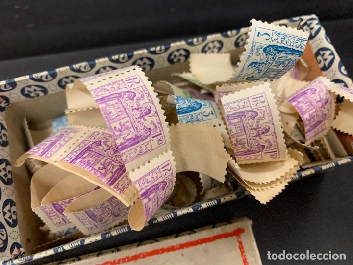 Sellos: Antigua caja Pelikan, llena de timbres o sellos. Proviene de una antigua fabrica.Ideal coleccionismo - Foto 2 - 215235030
