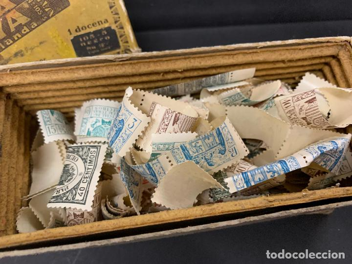 Sellos: Antigua caja Ceras GOYA, llena de timbres o sellos. Proviene de antigua fabrica.Ideal coleccionismo - Foto 2 - 215235186