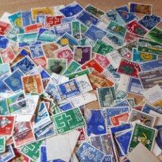 Sellos: MAS DE 100 SELLOS USADOS DE SUIZA Y1703. Lote 295454543