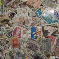 Sellos: LOTE CON MAS DE 500 SELLOS DIFERENTES DE ESPAÑA. Lote 297099323