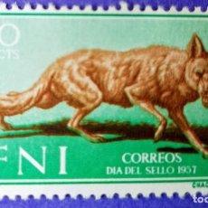 Sellos: SELLO IFNI 1957 DÍA DEL SELLO - CANIS AUREUS Nº 140 - 20C VERDE CASTAÑO Y ROJO. Lote 228433870
