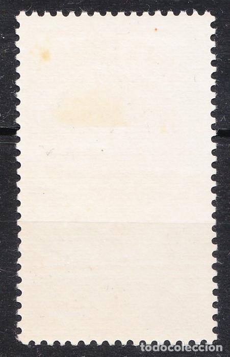 Sellos: 1950 DÍA DEL SELLO COLONIAL 5 PESETAS GUINEA EDIFIL 294 SEPIA NUEVO CON RESTOS DE FIJASELLOS - Foto 2 - 238280510