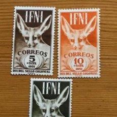 Sellos: IFNI, DIA DEL SELLO, 1951, EDIFIL 76 AL 78, NUEVOS CON FIJASELLOS. Lote 267002749