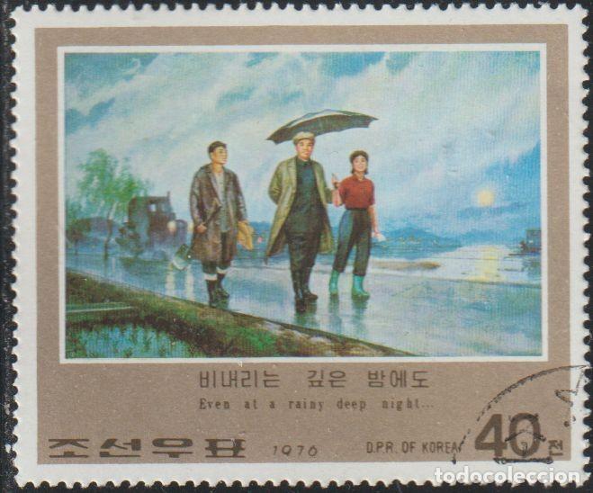 COREA NORTE 1976 SCOTT 1538 SELLO * PINTURAS KIM II SUNG PASEANDO BAJO LA LLUVIA MICHEL 1568 Y 1398E (Sellos - Extranjero - Asia - Corea)