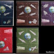 Sellos: 30 SELLOS CUBA 1964. CORREO POSTAL - 25 ANIVERSARIO. VARIOS COHETES Y SATÉLITES.. Lote 227770815