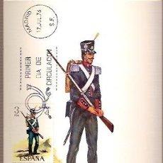 Sellos: TARJETA POSTAL MAXIMA EDIFIL 2352 UNIFORMES MILITARES AÑO 1825 ESPAÑA ZAPADOR DE INGENIEROS DE GALA . Lote 36468930