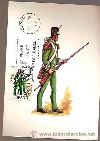 TARJETA POSTAL MAXIMA EDIFIL 2354 UNIFORMES MILITARES AÑO 1830 ESPAÑA INFANTERIA LIGERA 1975 (Sellos - España - Dependencias Postales - Tarjetas Máximas)