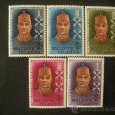 Francobolli: MALDIVAS 1962 IVERT 104/8 *** 9º ANIVERSARIO ADVIENTO DEL SULTAN MOHAMED FARID DIDI - PERSONAJES. Lote 32266376
