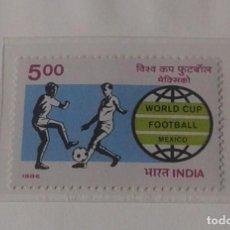 Sellos: INDIA 1986 HOJA BLOQUE + SELLOS CONMEMORATIVOS DE LA COPA MUNDIAL DE FUTBOL MÉXICO 86- FIFA . Lote 97459659