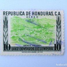 Sellos: ANTIGUO SELLO POSTAL HONDURAS 1956, 10 CENTAVOS, ESTADIO NACIONAL, USADO. Lote 226918780