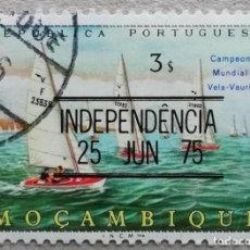 Timbres: 1975. MOZAMBIQUE. 583. CAMPEONATO MUNDIAL DE VELA CLASE VAURIEN SOBRECARGADO INDEPENDENCIA. USADO.. Lote 235610170