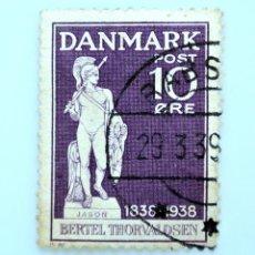 Sellos: SELLO POSTAL DINAMARCA 1938, 10 ØRE , ESTATUA DE JASON, ESCULTOR BERTEL THORVALDSEN, USADO. Lote 235310725