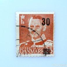 Sellos: SELLO POSTAL DINAMARCA 1956, 30 ØRE , REY FREDERIK IX, OVERPRINT NEGRO 30, USADO. Lote 235437320