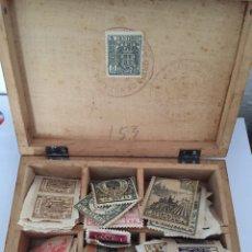 Antigua caja de madera para sellos. Incluye sellos años 40. Ver fotos